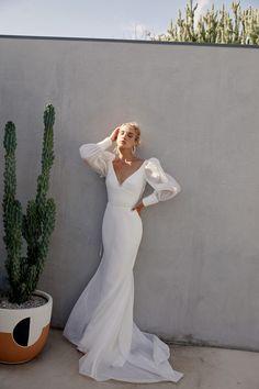 Karen Willis Holmes, Best Wedding Dresses, Boho Wedding Dress, Bridal Dresses, Wedding Gowns, Wedding Dresses Australia, Minimal Wedding Dress, Stunning Wedding Dresses, Dress Vestidos