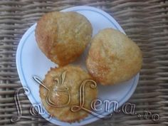 Brioşe cu pere Pancakes, Muffin, Breakfast, Food, Morning Coffee, Essen, Pancake, Muffins, Meals
