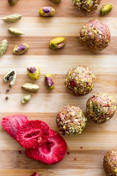 These pretty Middle Eastern inspired pistachio, cardamom and strawberry bliss balls are delicious as they are, or as an amazing alternative cheesecake base. Protein Snacks, Protein Ball, Energy Snacks, Energy Bites, Healthy Protein, Protein Bites, Vegan Sweets, Healthy Sweets, Healthy Snacks