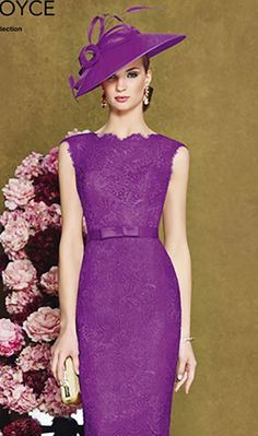 Knee length lace dress with fine belt and sweetheart necklineProduct Code: 008947Colour: Cerise