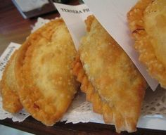 These empanadas are easy and you may filling with cheese, little mushroom (champiñons), different veggies,prawns and cheese or spinachs. Cheese Empanadas Recipe, Baked Empanadas, Empanadas Dough For Frying, Empanada Dough, Mexican Cooking, Mexican Food Recipes, Filipino Recipes, Beef Recipes, Yummy Recipes