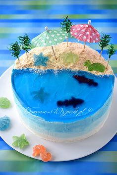 Cake beach- Tort plaża A birthday cake with a holiday mood. Ocean Birthday Cakes, Ocean Cakes, Beach Themed Cakes, Beach Cakes, Bolo Original, Island Cake, Pool Cake, Jelly Cake, Summer Cakes
