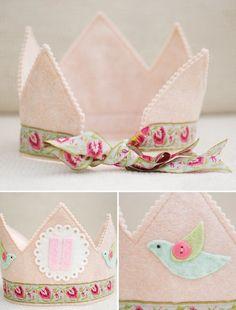 :: Crafty :: Sew ::  felt crown by anita