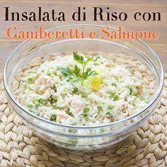 Ecco l'insalata di riso con gamberetti e salmone servita in tavola, perfetta per essere inserita all'interno di un menù di pesce. Antipasto, Biscotti, Grains, Cooking, Food, Dinner, Cold Dishes, Rice, Salads