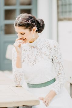 Rustic Chic: Inspirationen für eine modern-rustikale Hochzeit Trends, Inspiration, Wedding Dresses, Modern, Fashion, Rustic Charm, Hair Jewelry, Dirndl, Gown Wedding