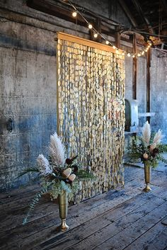 Modern wedding ceremony decor idea - gold ceremony backdrop with floral arrangements {Closer North} Wedding Ceremony Flowers, Ceremony Dresses, Wedding Ceremony Decorations, Ceremony Backdrop, Wedding Venues, Gatsby Wedding, Wedding Stage, Boho Wedding, Trendy Wedding