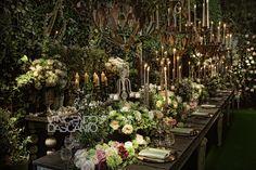 Organic centerpiece in a bucolic garden mood Forest Wedding, Garden Wedding, Wedding Table, Wedding Reception, Wedding Centerpieces, Storytelling, Greenery, Floral Design, Organic