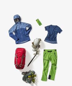 Looking for a cool Mountain Sports Outfit for Women? Get the style!  Wo Croz 3LJacket II Wo Sveit Shirt Wo Badile Pants II Cassons Headband Croz 38+8 Backpack