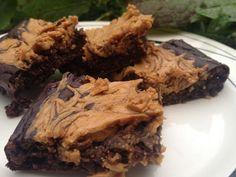 http://macuisinemaligne.blogspot.fr/2015/10/brownie-ww-chocolat-et-beurre-de.html  100g de beurre de cacahuetes (25) 170g de fromage blanc 0% (2) 60ml de lait (1) 1 oeuf (2) 1 pincée de sel 1cc de levure 6cs d'édulcorant 42g de cacao en poudre (type Van Houten, pas de chocolat en poudre)(4) 40g de flocons d'avoines (4)