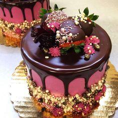 I want cake! Chocolate-Strawberry Hibiscus cake from via Food Cakes, Cupcake Cakes, Chocolates, Hibiscus Cake, Elegant Desserts, Coffee Dessert, Specialty Cakes, Pastry Cake, Cake Decorating Tips