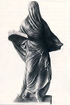 La Dama Velata e il cimitero di San Pietro in Vincoli, proprio dietro il Cottolengo, Zona Balon  La Dama era la principessa Barbara Beloselskij, morta giovanissima a Torino il 25 marzo 1792, moglie di Aleksandr Beloselskij, letterato, poeta, musicologo e diplomatico, all'epoca ambasciatore di Caterina di Russia presso i Savoia.   Si narra che il fantasma della Dama si aggirasse piangente tra le lapidi alla ricerca del suo sposo.