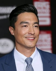 Fotografia de notícias : Daniel Henney attends the Disney's 'Big Hero Trendy Haircuts, Best Short Haircuts, Haircuts For Men, Straight Hairstyles, Cool Hairstyles, Asian Hairstyles, Haircut Men, Haircut Style, Style Hair