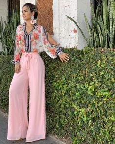 This style 😍😍😍! 70s Fashion, Look Fashion, Hijab Fashion, Fashion Dresses, Womens Fashion, Saturday Outfit, Style Feminin, Vetement Fashion, Pantalon Large