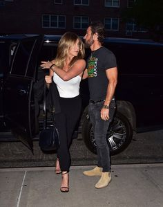 Jennifer Aniston keeps it chic yet casual for a date night with husband, Justin Theroux.