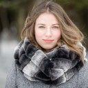 Magnifique ,foulard tube pour la prochaine saison hivernale. Dame, Winter, Fashion, Headscarves, Winter Time, Moda, Fashion Styles, Fashion Illustrations, Winter Fashion