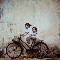 """Ernest Zacharevic é um artista lituano que ganhou reconhecimento internacional e ficou conhecido na mídia como """" The Malay Banksy """". Confira!"""