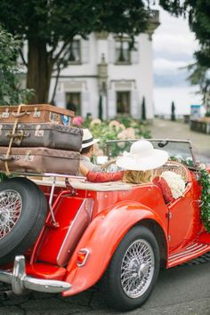 Glamorous, vintage styled wedding inspiration shoot in Switzerland with a picnic area, white horse, and vintage red getaway car. Vintage Travel, Vintage Cars, Antique Cars, Vintage Luggage, Retro Vintage, Volkswagen, Meister Yoda, Cabriolet, Cute Cars