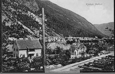 Telemark fylke Tinn kommune  RJUKAN STATION. Ikke så mye å se til selve stasjonen, men bebyggelsen omkring. Jernb. linja i forgr. Utg J.H.Küenholdt stemplet 1915