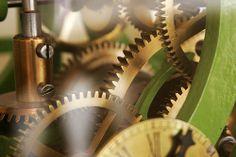 _Fort Bitche, Francia. Ingranaggi di un antico orologio meccanico.