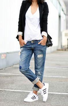 Boyfriend jeans, sneakers, white t-shirt and black blazer. #streetstyle