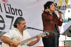 """Nezahualcóyotl, Méx. 27 Junio 2013. Amparo Ochoa, Pablo Milanés, Oscar Chávez, Violeta Parra y otros fueron interpretados por el """"Dueto FM"""", presentes en 1er Festival Nacional del Libro, """"Para Leer en Libertad""""."""