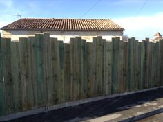 Palisade in raw wood , Rustic Fence, Cedar Fence, Garden Fencing, Raw Wood, Land Art, Homesteading, Wood Projects, Modern Design, New Homes