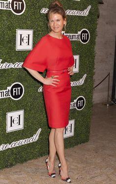 Renée Zellweger in Carolina Herrera (forget the hair & makeup. Simple Dresses, Beautiful Dresses, Summer Dresses, Skirt Fashion, Fashion Dresses, Red Colour Dress, Renee Zellweger, Red Cocktail Dress, Glam Dresses