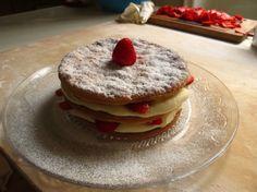 Il racconto di un pomeriggio estivo passato con Claire, vera maestra pasticcera, per preparare una inenarrabile millefoglie fragole e chantilly.  Seguitemi su Honestcooking.it!