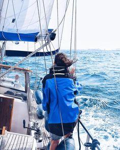 Testing the new @HellyHansen Newport Coastal Jacket #FellAlive  15 nudos de viento de levante. Mayor mesana y genova arriba y buena compañía. Condiciones inmejorables para pasar una tarde navegando en #barcelona desconectando la rutina. Muchas gracias @321.aina @nasinasinasi y @planetababetes por esta tarde genial de navegación. Cuándo repetimos?