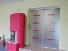 Posuvné celoskleněné dveře, skvělý doplněk ke krbu :) Lockers, Locker Storage, Cabinet, Furniture, Design, Home Decor, Clothes Stand, Decoration Home, Room Decor