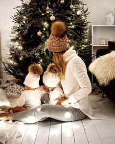 Pregnant Outfit, Pregnant Couple, Pregnant Clothes, Xmas Photos, Family Christmas Pictures, Family Christmas Outfits, Xmas Pics, Holiday Pics, Christmas Fashion
