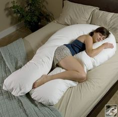 Comfort-U Total Body Pillow w/white case The Comfort U Total Body Support Pillow molds itself to the shape of your body to cradle you in complete comfort Vitrier Paris, Ideias Diy, Support Pillows, Take My Money, Cool Inventions, Baby Kind, Life Savers, Total Body, Full Body