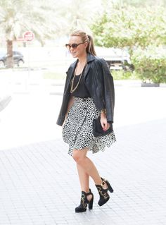 Black and gold, a perfect pairing. Chloe skirt, vintage leather jacket, Stella McCartney frames and Mulberry bag #streetstyle