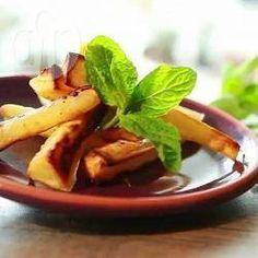 Frites de panais @ allrecipes.fr Les panais coupés en frites sont assaisonnés d'huile, d'ail, et de miel avant d'être cuits au four et servis avec de la sauge et de la menthe. C'est un accompagnement sain et savoureux pour les viandes ou une pierrade.
