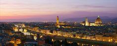 Panorámica nocturna de Florencia, ciudad del río Arno