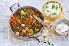 Curry with adzuki beans and sweet potato (in Dutch) Easy Asian Recipes, Healthy Recipes, Ethnic Recipes, 20 Min, Superfood, Sweet Potato, Slow Cooker, Good Food, Veggies