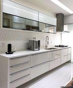 """1,898 curtidas, 16 comentários - Inspiração e decoração (@inspiracaoedecoracao) no Instagram: """"Cozinha all white moderna .. projeto Rafaela Nogueira"""""""