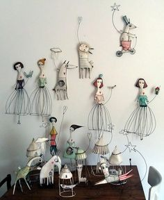 paper mache art dolls pretty little designs that could be used for an art installation or created for a splendid form of christmas decoration Wire Crafts, Diy And Crafts, Arts And Crafts, Paper Crafts, Paper Clay, Paper Art, Paper Dolls, Art Dolls, Art Fil