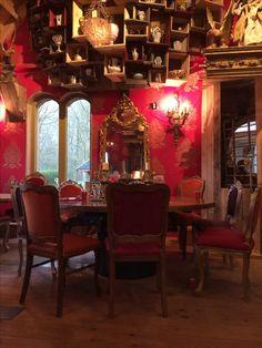 Pannenkoeken huis Hans en grietje in Zeewolde met barok stoelen van oud is nieuw