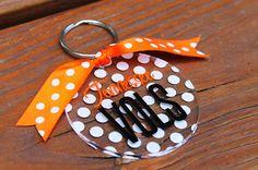 Cute Polka Dot Vols keychain Tennessee Football, University Of Tennessee, Tn Vols, Tennessee Girls, Sesame Street Birthday, Tennessee Volunteers, Vinyl Projects, Vinyl Designs, Craft Fairs