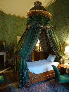 daughterofchaos:Wellington Bedroom - Chatsworth House Photo by faun070