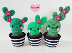 """Cactus Friends """" English pattern by Super Cute Design. Includes step-by-step pictures. This is a pattern for 3 cactus friends with a crochet pot. These cactuses looks super cute as decoration!Cactus Friends PDF Pattern, amigurumi, crochet from Supe Cactus En Crochet, Crochet Puff Flower, Crochet Diy, Crochet Amigurumi, Crochet Flower Patterns, Crochet Basics, Love Crochet, Crochet Gifts, Amigurumi Doll"""
