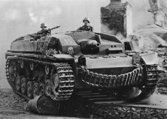 Sd.Kfz. 142 Sturmgeschütz, StuG III mit 7.5 cm StuK 40 L-48, a rather vicious looking StuG... It's chopped gun makes it more efficient in tight urban areas, this is an infantry support variant