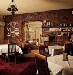 Restauracja Pod Baranem położona jest u stóp Wzgórza Wawelskiego, przy ul. Św. Gertrudy 21. Specjalnością restauracji są dania kuchni polskiej