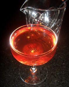 moulin rouge (gin, creme de violette, Cointreau, dry vermouth, Angostura)