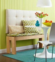 A Seat-Height Bench and an Upholstered Headboard = Bench Seating Settee - Hang the headboard a few inches above the bench top so it's easy to toss on a comfortable cushion. Use anchor bolts to secure the headboard to the wall. Furniture Makeover, Diy Furniture, Diy Casa, Diy Bench, Bench Seat, Decoration Originale, Ideas Geniales, Decorating On A Budget, Dining Bench
