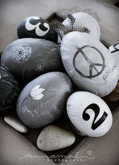 45 Cool Natural Easter In Scandinavian Style Ideas : 45 Cool Natural Easter In Scandinavian Style Ideas With Grey Easter Eggs Ornament Scandinavian Style, Rock Crafts, Arts And Crafts, Objet Deco Design, Deco Nature, Egg Art, Cactus Y Suculentas, Letters And Numbers, Stone Art