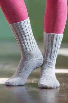 Walk in style with these carefully engineered socks: a band of ribbing around the instep keeps them from bunching up in your boots. The Thames Path Socks are perfect for hiking across southern England, whether you're traveling back in time, visiting the birthplaces of great writers, or stopping at every pub along the route. Make them for friends and family this holiday season! Find the pattern in Love of Knitting Fall 2017.