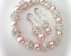 Pearl bracelet and earring set Chunky Swarovski pearls Sterling ear wires Gift For her a Bride Bridesmaids Bridal Wedding Jewelry SHARP Perle Armband und Ohrringe set Chunky Swarovski Perlen die Bridal Jewelry Sets, Bridal Earrings, Beaded Earrings, Wedding Jewelry, Bridal Jewellery, Bridal Sets, Gold Earrings, Pearl Jewelry, Wire Jewelry