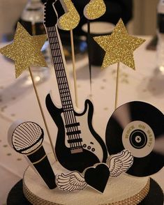 31 Ideas for music party centerpieces Music Centerpieces, Birthday Party Centerpieces, Birthday Parties, Birthday Box, Centerpiece Ideas, Music Party Decorations, Princess Birthday, Birthday Decorations, Rockstar Party